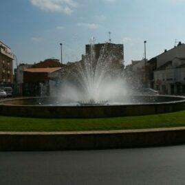 Fuente Plaza Antonio Colinas (La Bañeza)