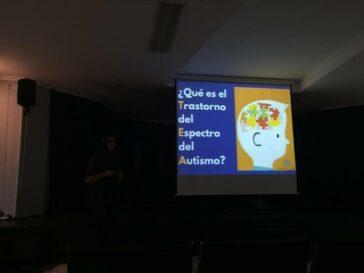 """Autismo León da a conocer el TEA en la jornada """"CapaZes"""" de la Bañeza"""
