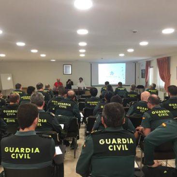 Autismo León acerca la realidad de este colectivo a la Guardia Civil