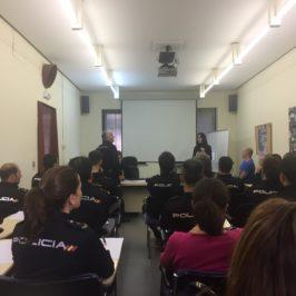 Autismo León forma a agentes de la Policía Nacional de León