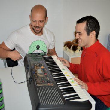 La música encuentra su espacio en Autismo Valladolid