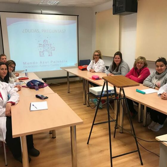 Formación Mundo Azul Palencia sobre autismo en la Fundación San Cidrian Palencia.
